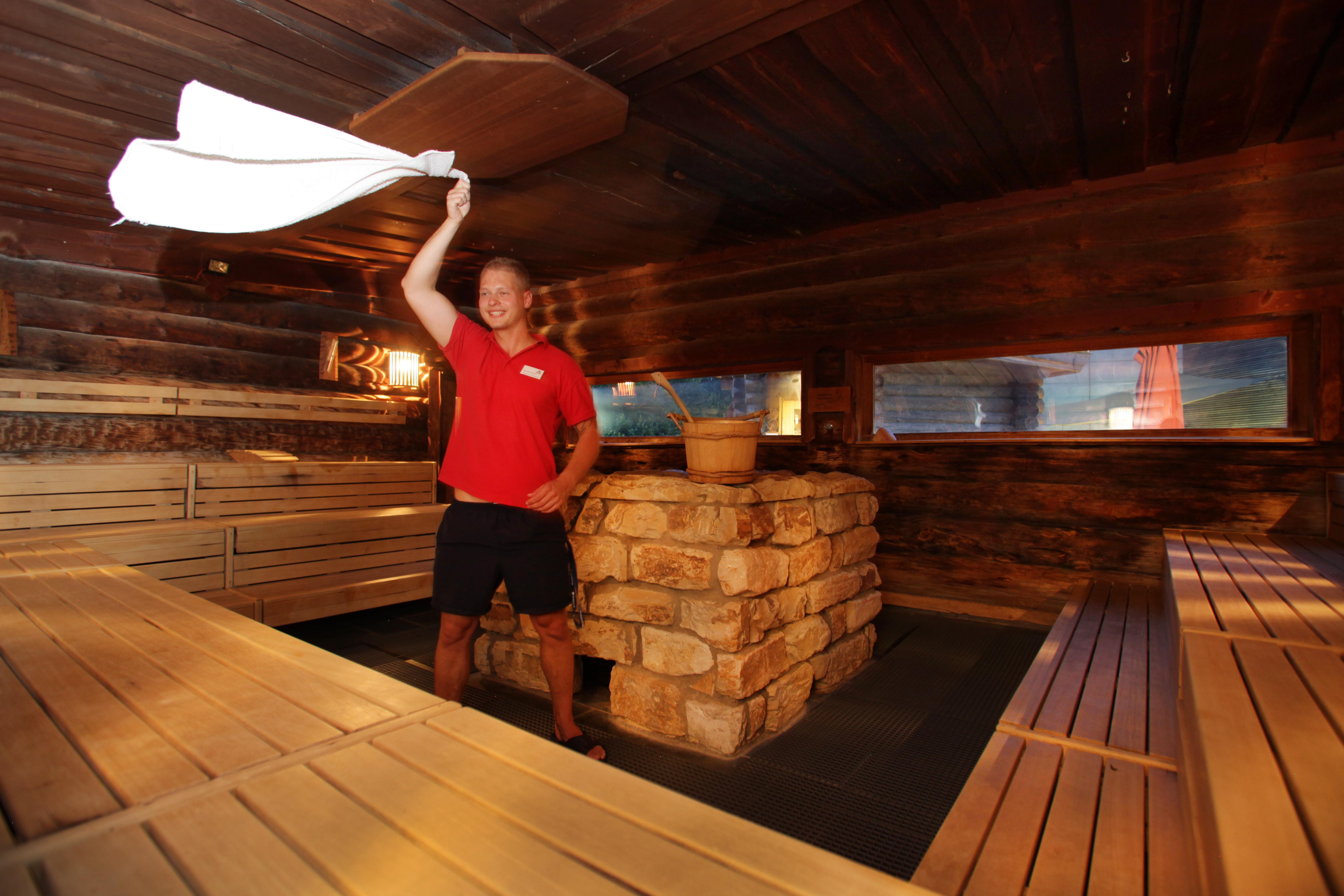 Heißer Schlampiger Fick In Der Sauna