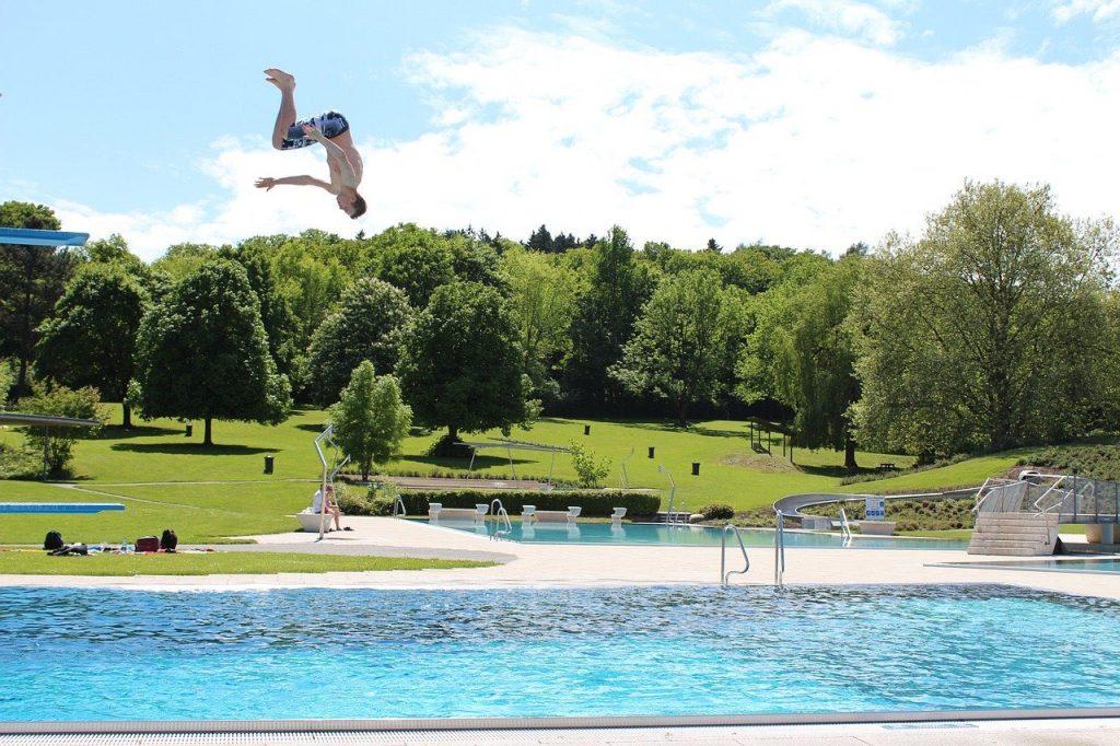 Schwimmbad nacktbaden FKK